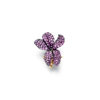 A PINK SAPPHIRE VIOLET RING, B