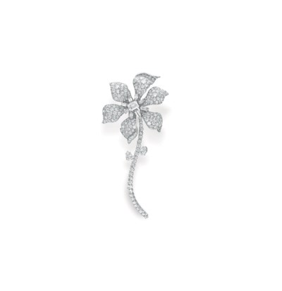 A DIAMOND FLOWER BROOCH, BY DA