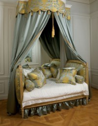 A LOUIS XVI GREY AND WHITE-PAINTED AND PARCEL-GILT BED (LIT EN ALCOVE)
