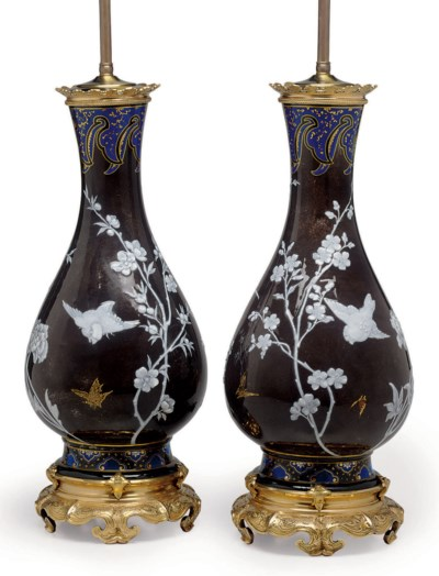 A PAIR OF ORMOLU-MOUNTED FRENC