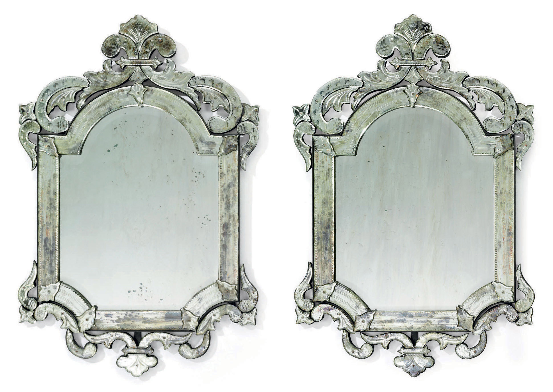 A PAIR OF VENETIAN CLEAR AND E