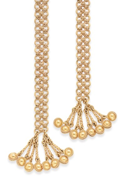A GOLD SCARF NECKLACE