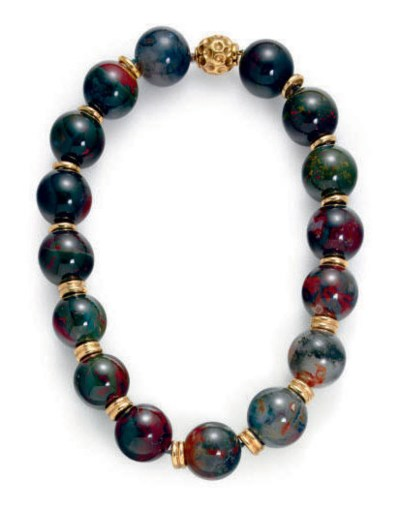 A MOSS AGATE BEAD AND GOLD NEC