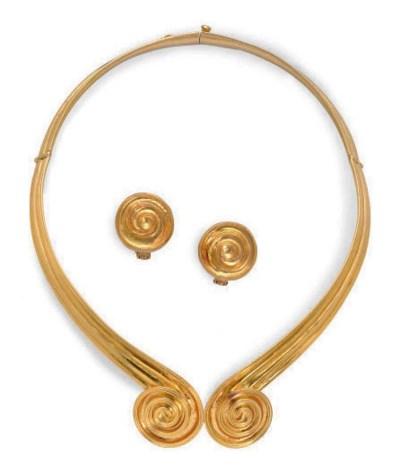 A SET OF GOLD JEWELRY, BY ILIA