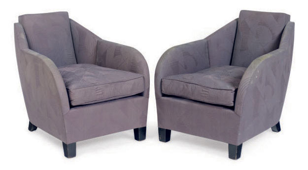 A PAIR OF UPHOLSTERED LOUNGE CHAIRS,