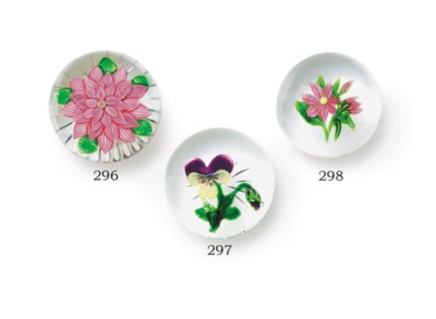A CLICHY GLASS PANSY WEIGHT
