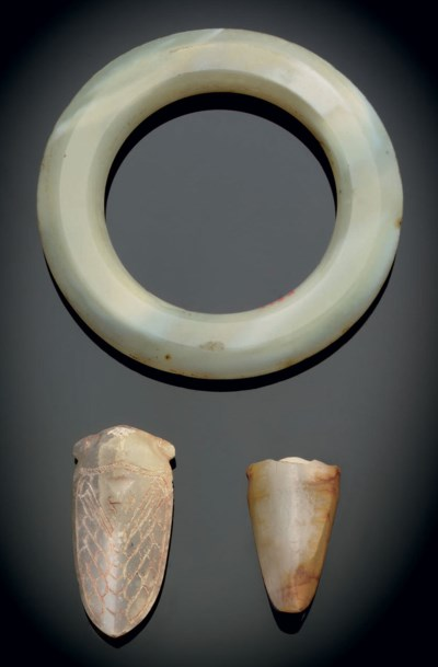 A PALE GREY AND WHITE AGATE BA