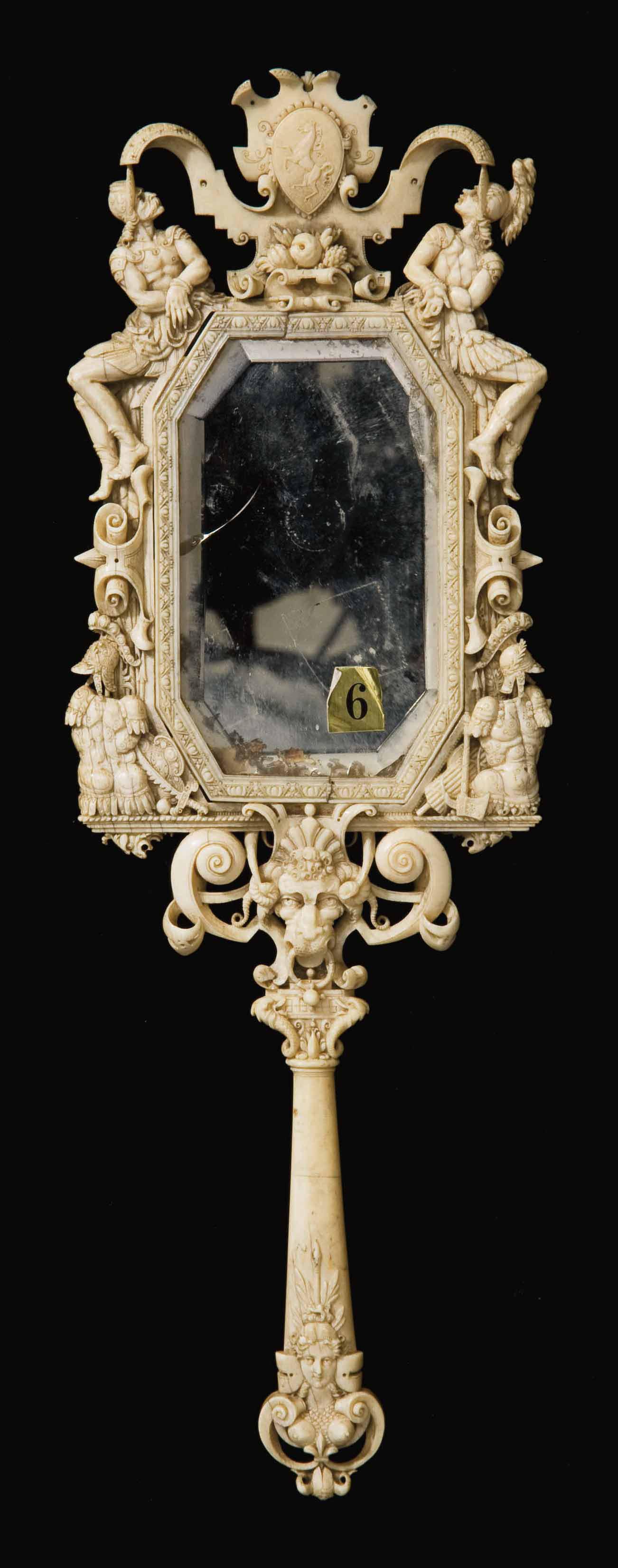 Miroir en ivoire sculpte dieppe dans le style de la for Haute renaissance