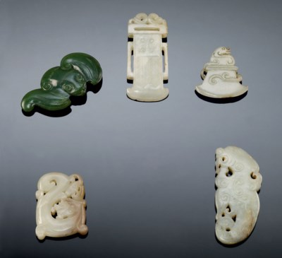 CINQ PIECES EN JADE SCULPTE