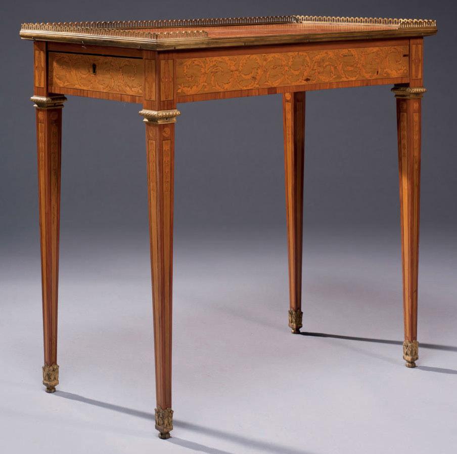 TABLE A ECRIRE D'EPOQUE LOUIS XVI