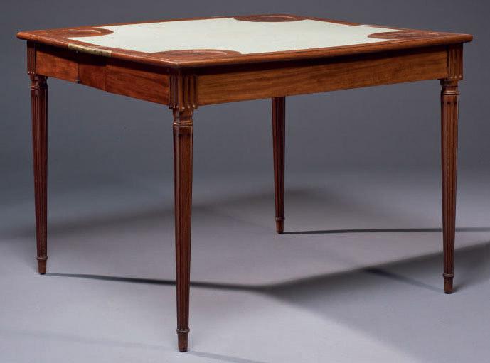 PETITE TABLE A JEUX D'EPOQUE LOUIS XVI