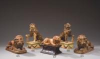 DEUX LIONS EN FAIENCE FINE D'APT-CASTELLET DE LA FIN DU XVIIIEME-DEBUT DU XIXEME SIECLE