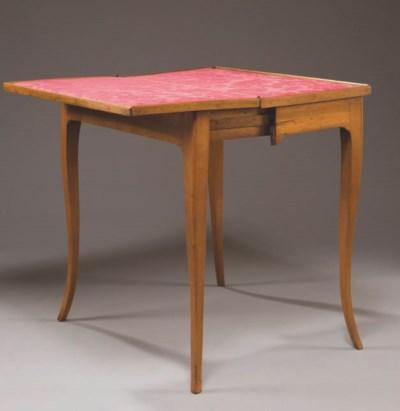 TABLE A JEU  D'EPOQUE LOUIS XV