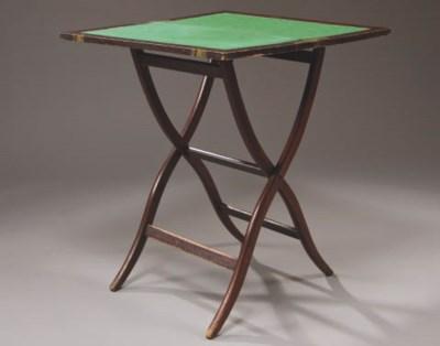 TABLE A JEUX D'EPOQUE VICTORIE