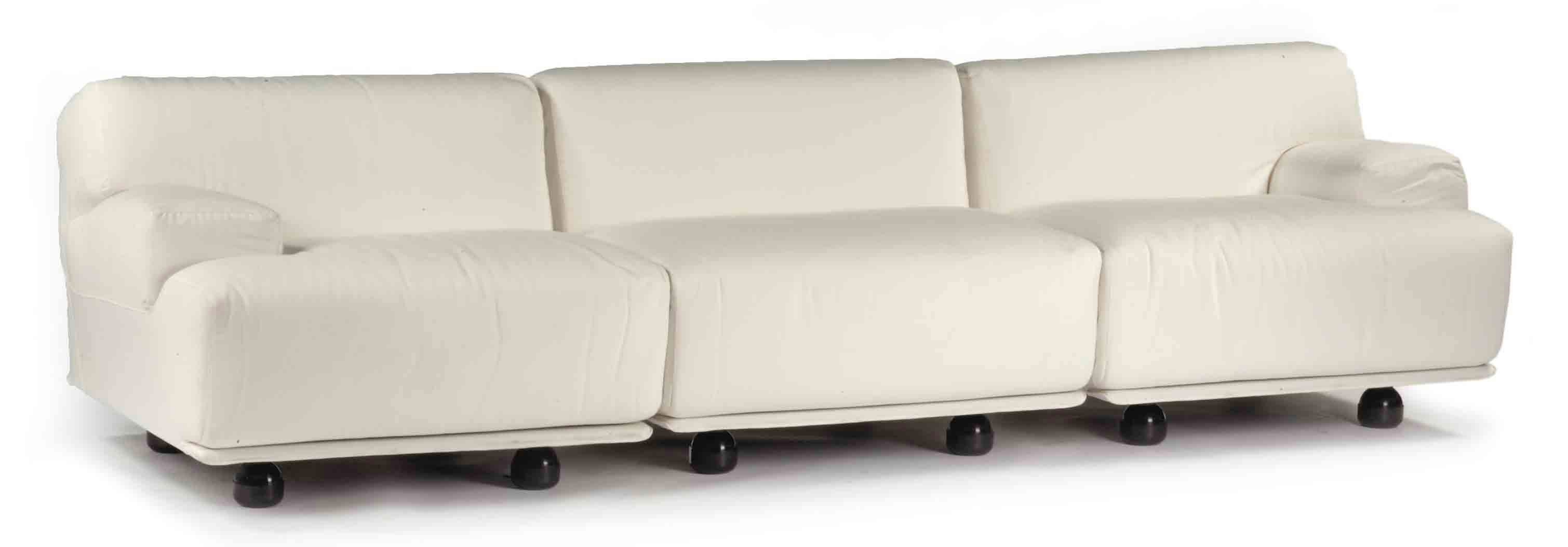 A WHITE COTTON 'FIANDRA' SOFA