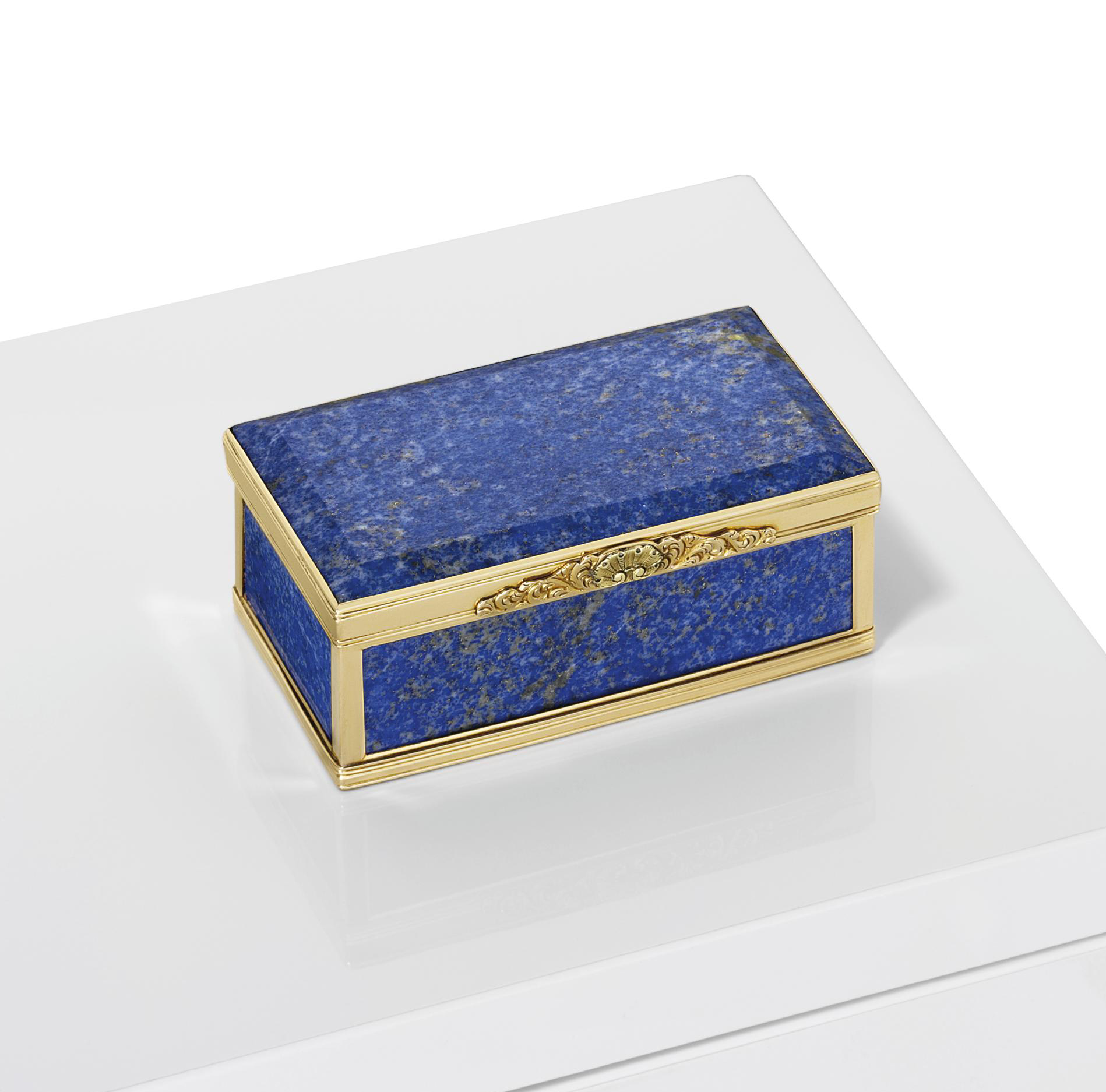 A REGENCY GOLD-MOUNTED HARDSTONE SNUFF-BOX