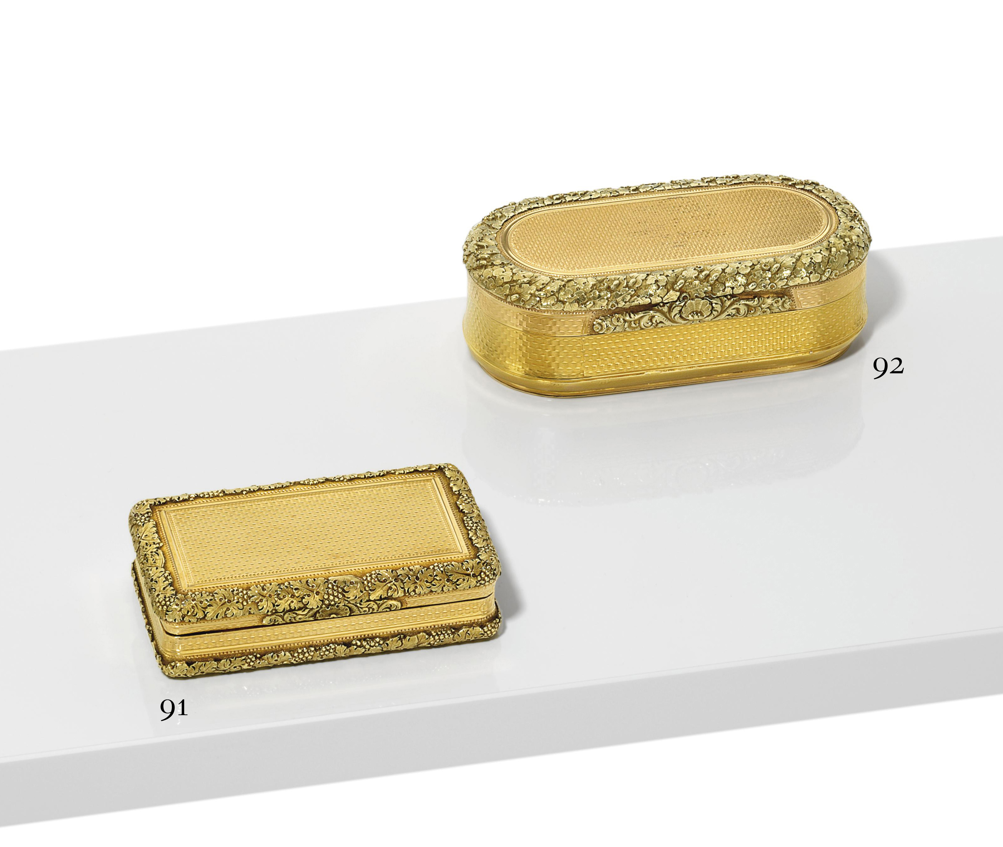 A GEORGE III THREE-COLOUR GOLD SNUFF-BOX
