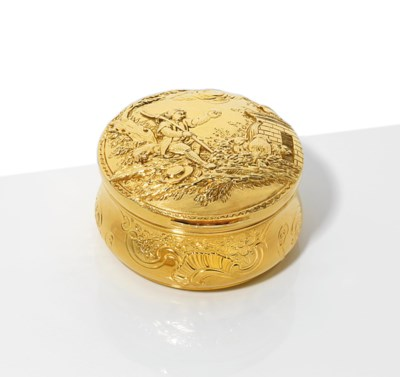 A CONTINENTAL GOLD SNUFF-BOX