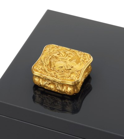 A GEORGE II GOLD PATCH-BOX