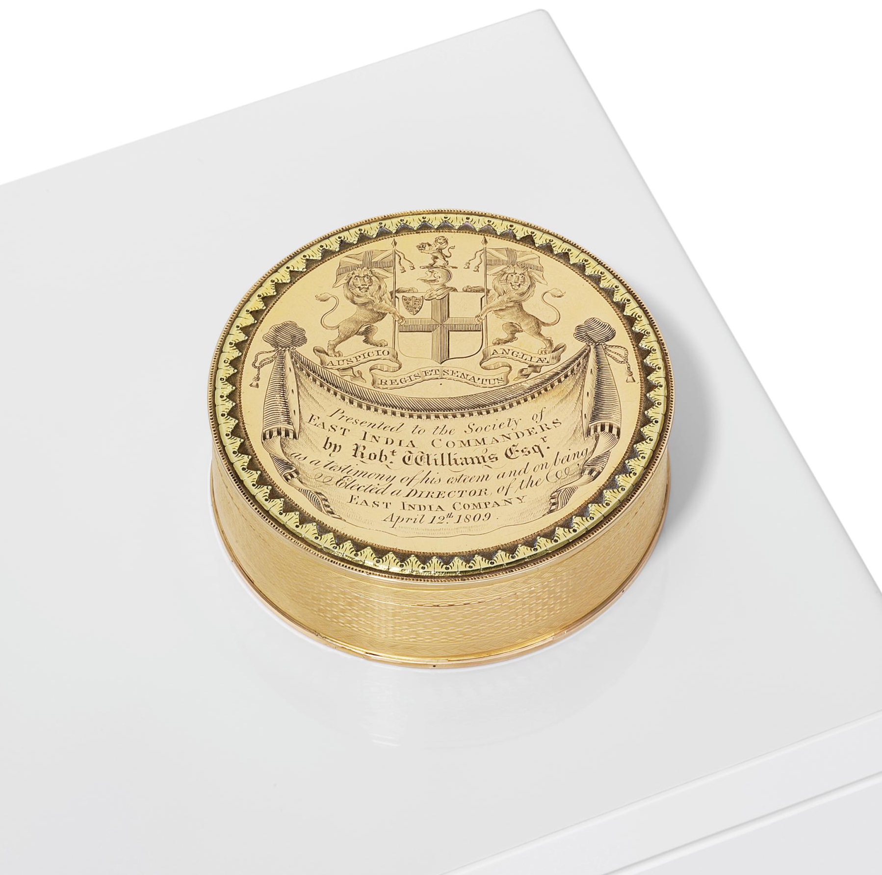 A GEORGE III VARI-COLOUR GOLD PRESENTATION BONBONNIERE