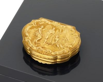 A GEORGE II GOLD SNUFF-BOX
