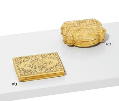 A ROCOCO-STYLE GOLD SNUFF-BOX