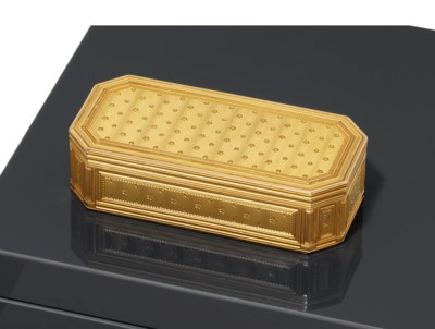 A LOUIS XVI GOLD SNUFF-BOX