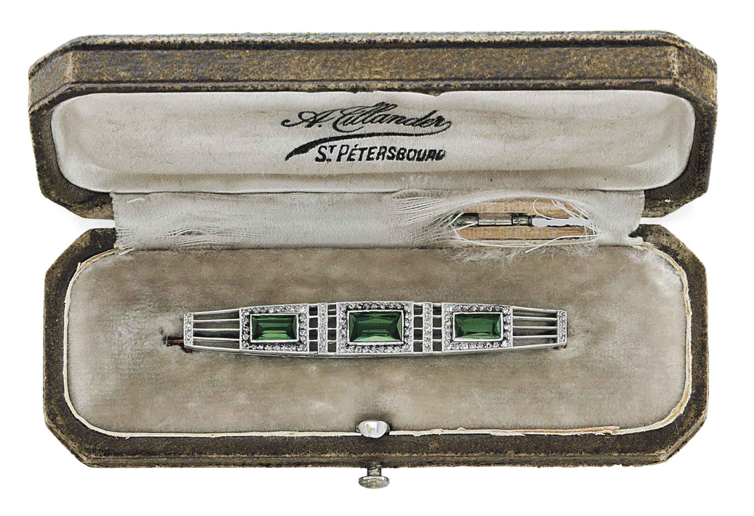 A JEWELLED GOLD, PLATINUM AND TOURMALINE BROOCH