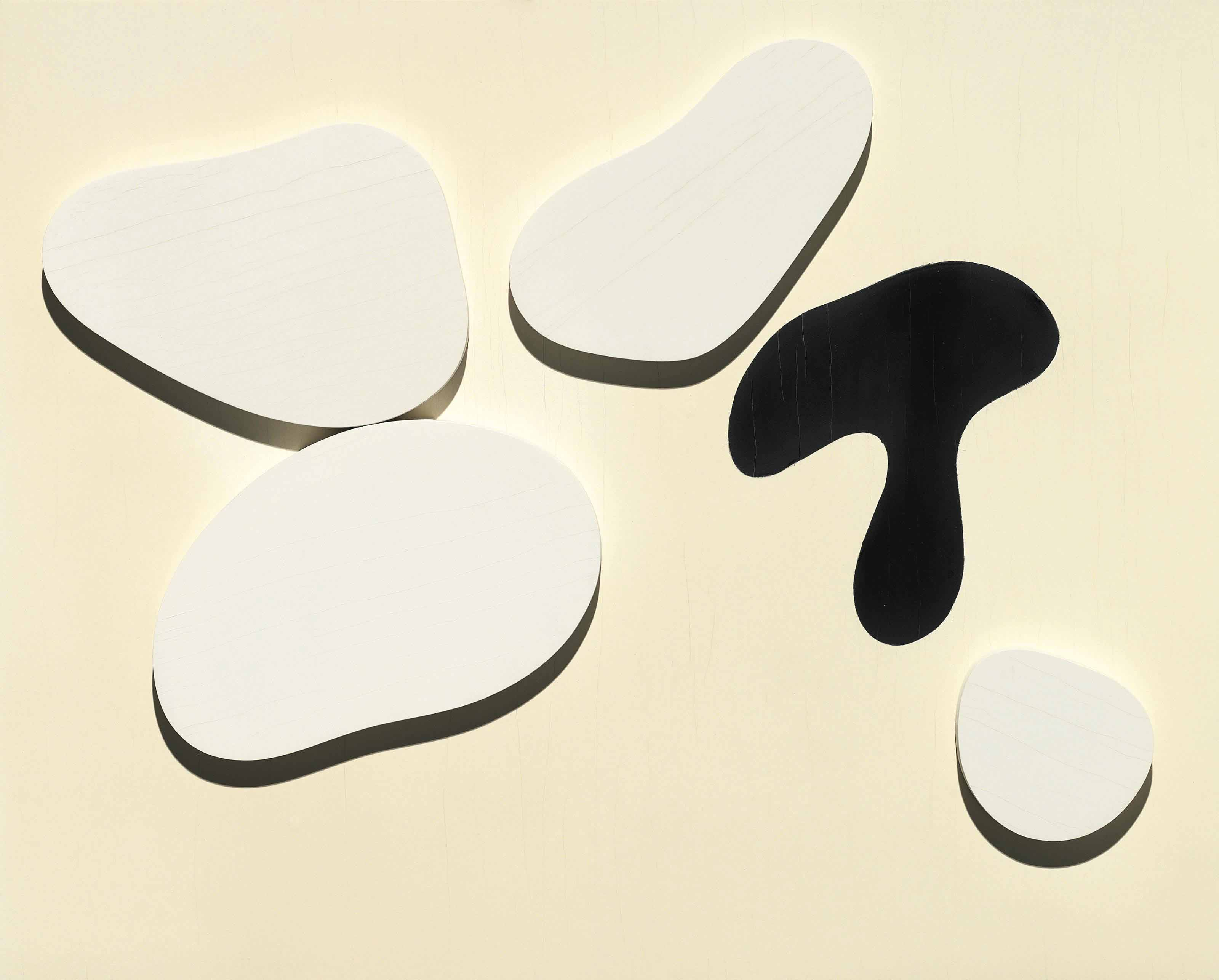 Constellation de quatres formes blanches et d'une noire