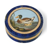 AN ITALIAN GOLD-MOUNTED HARDSTONE BONBONNIERE SET WITH A MICROMOSAIC PLAQUE