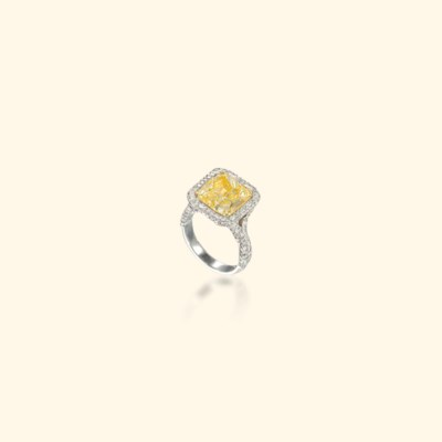 A COLOURED DIAMOND RING