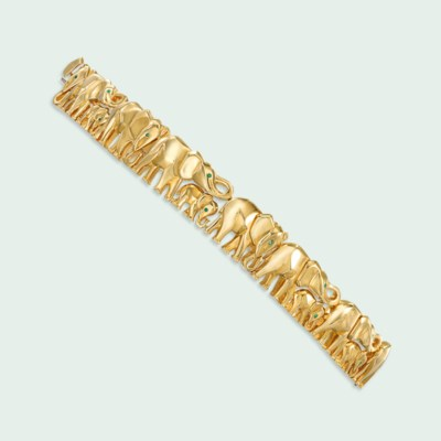 AN 18 CARAT GOLD 'ELEPHANT' BR