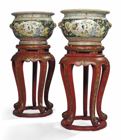 A PAIR OF CHINESE STYLE PORCEL