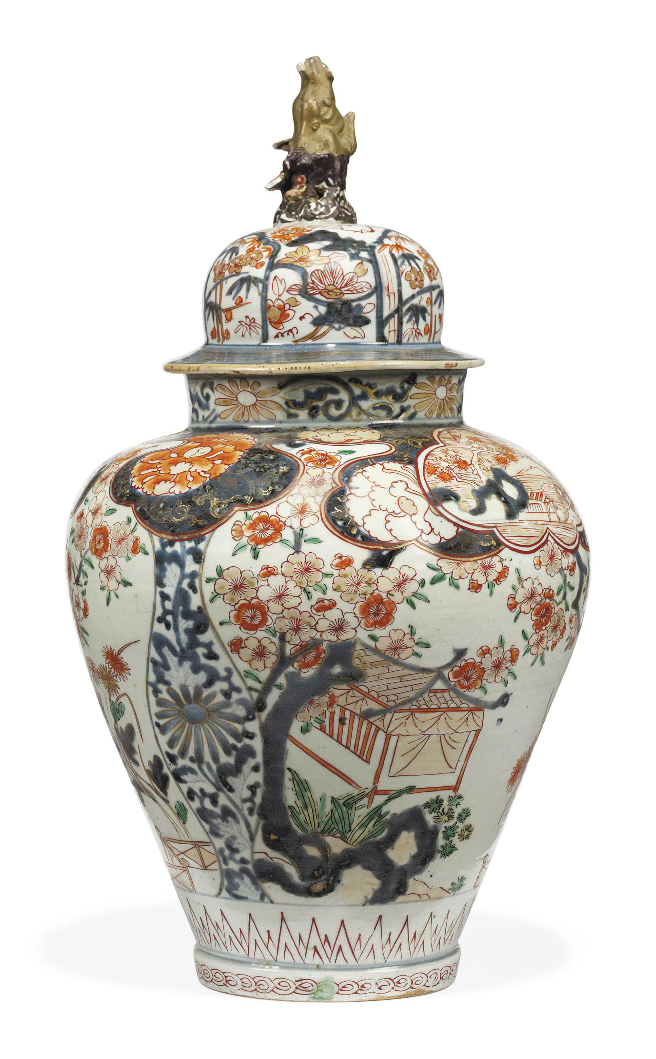AN IMARI VASE AND ASSOCIATED COVER