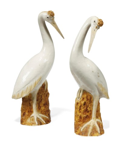 A PAIR OF CHINESE PORCELAIN MO