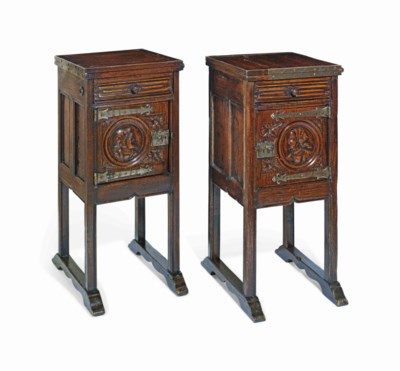 A PAIR OF FLEMISH STYLE OAK BE