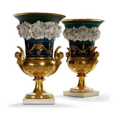 A PAIR OF PARIS PORCELAIN CAMP