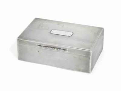 A GEORGE V SILVER CIGAR-BOX