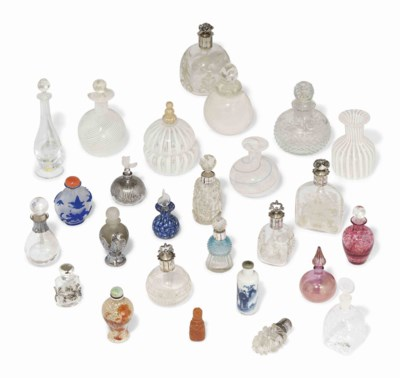 A GROUP OF GLASS AND CHINESE P