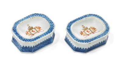 A PAIR OF CHINESE ARMORIAL SAL
