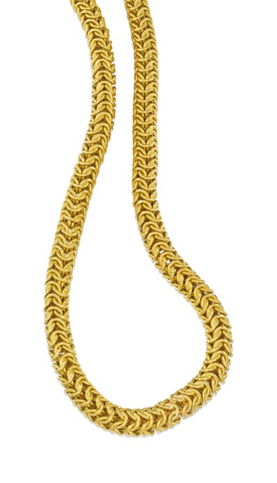 A FANCY LINK CHAIN NECKLACE