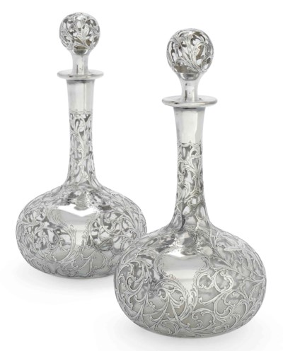A PAIR OF AMERICAN GLASS DECAN