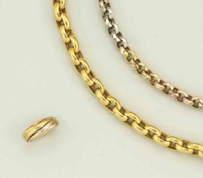 A necklace, a bracelet and a r