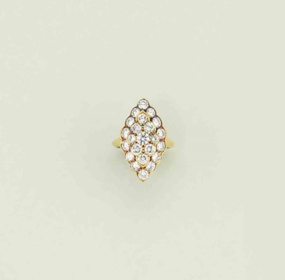 A diamond cluster ring, by Van