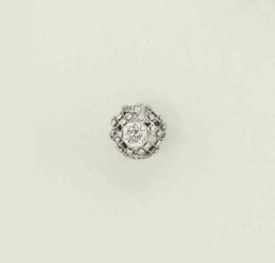 A diamond bombé dress ring
