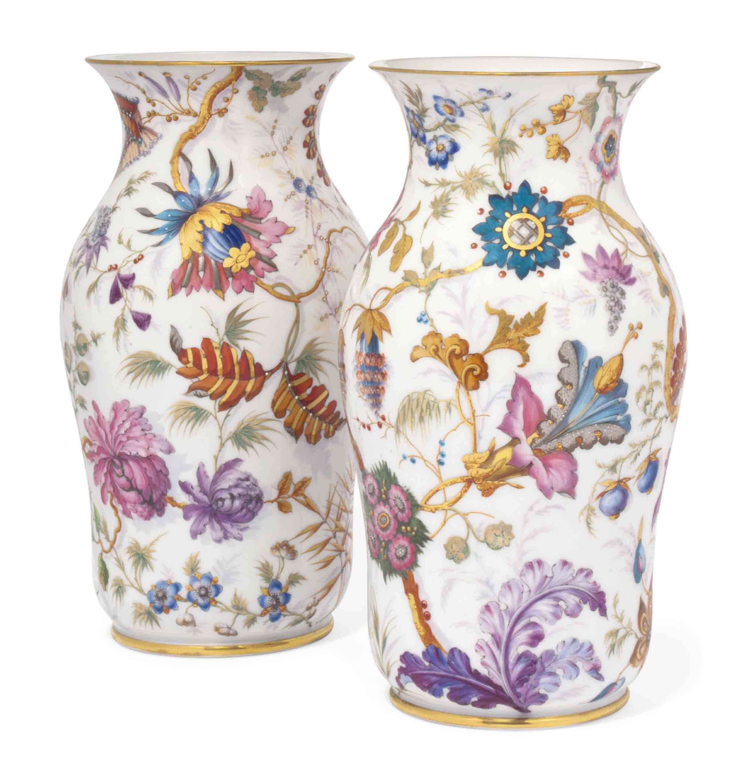 A PAIR OF PARIS PORCELAIN VASE