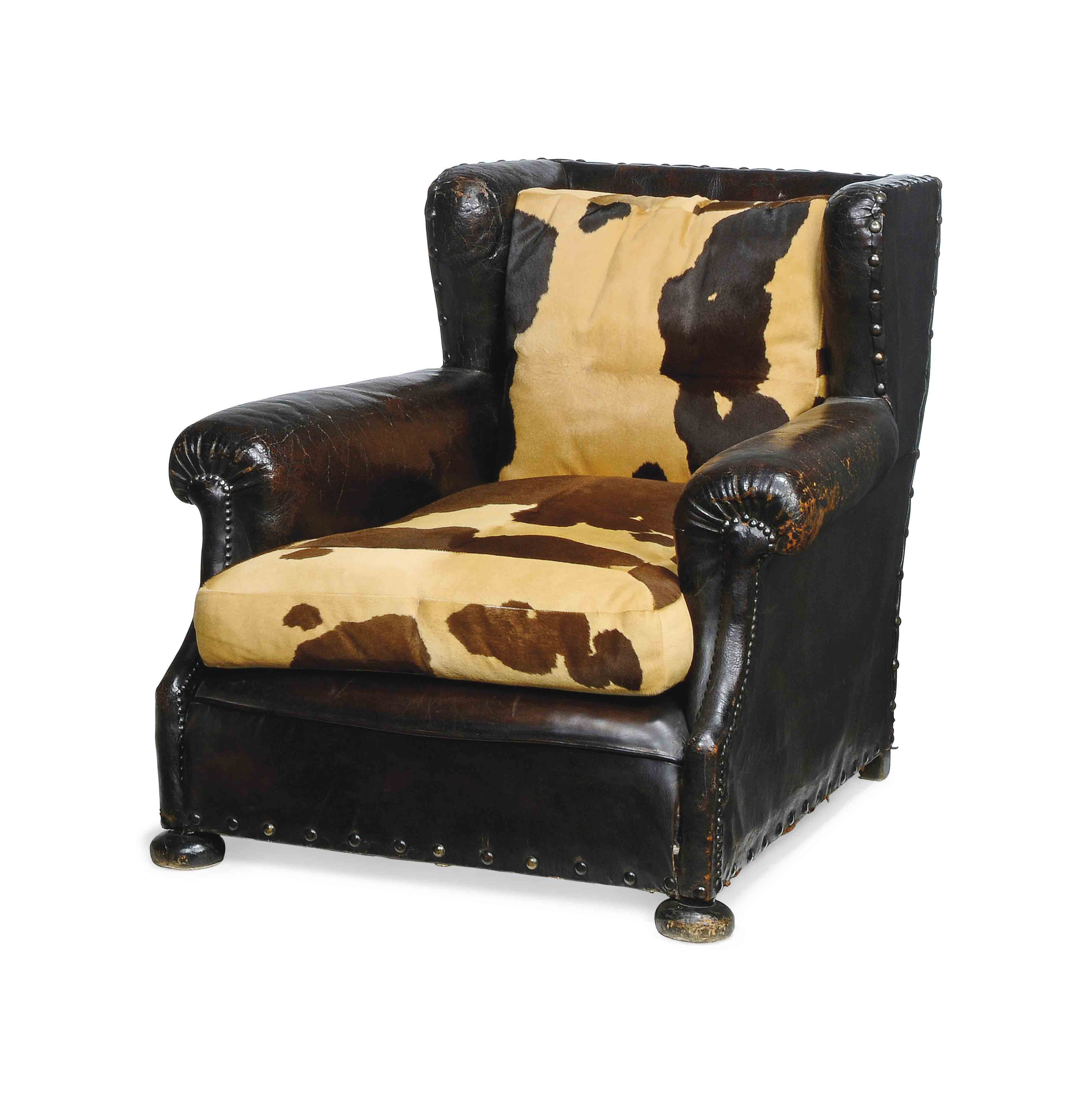 A BROWN LEATHER UPHOLSTERED CL