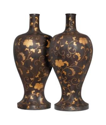 A Pair of Large Sake Flasks [T