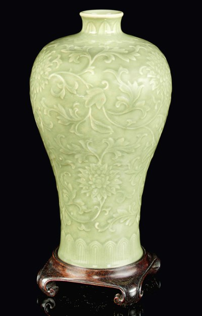 A CELADON-GLAZED VASE, MEIPING