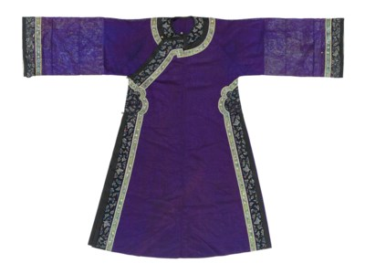 A LADY'S INFORMAL ROBE OF PURP